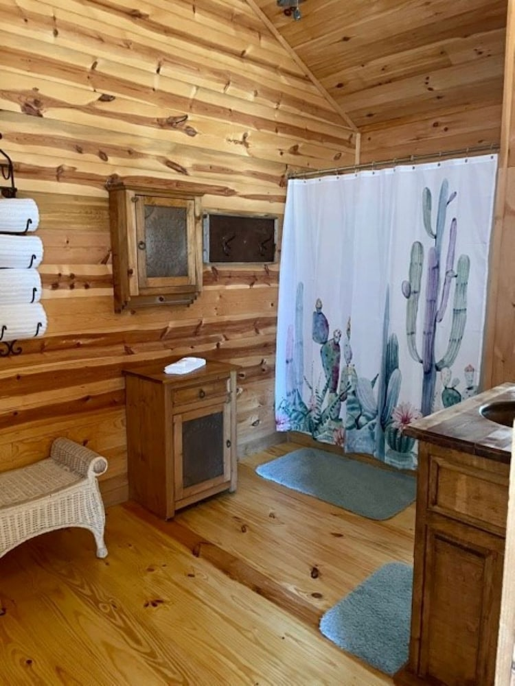 Room, Fredericksburg Texas Private Cabin With hot tub