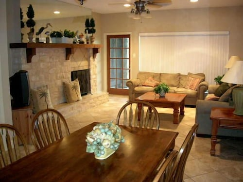 Beautifully Updated Comal Riverfront 2-2.5 Condo - Across From Schlitterbahn!