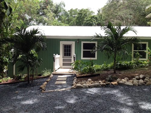 Bamboo Cottage. Fully Equipped and Centrally Located. Very Lush and Tropical