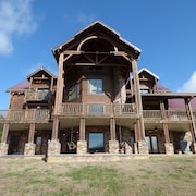 Breathtaking Waterfront Lodge. Book Your Adventure Today! Includes Kayaks!