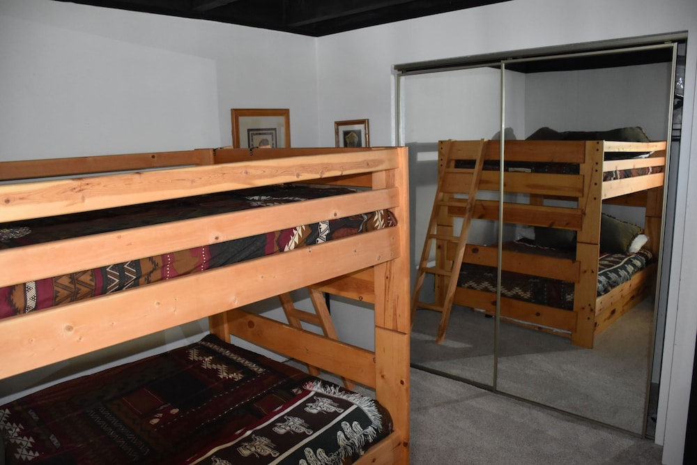 A Get Away Condo 2 Bedroom King Full Size Bunk Bed W Trundle