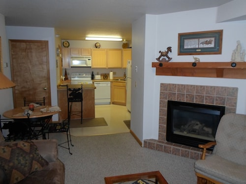 2 Bedroom, 2 Bath: Ski-in, Wifi, Dish, HOT Tub, Extras