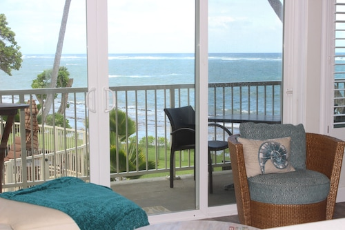 New: Direct Ocean Front Condo, Sounds of Waves With Tranquil Ocean Tradewinds