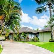 Tropical Custom Hawaiian Style Home With Jacuzzi/soaring Ceilings/3 Bedrooms!