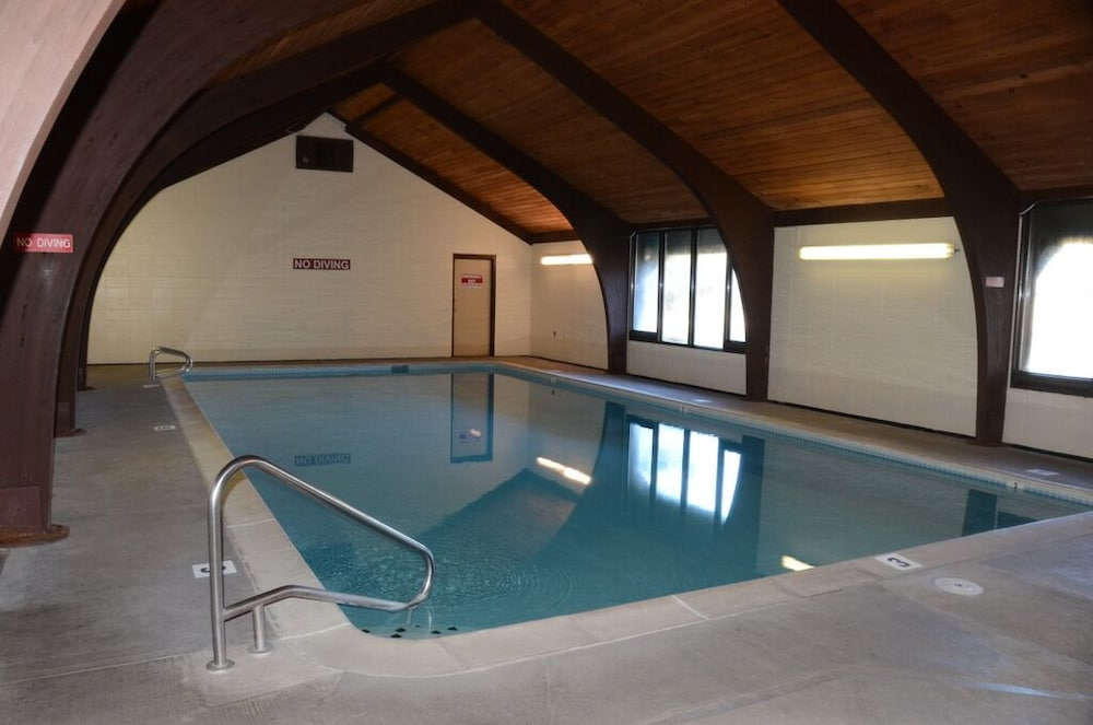 Pool, Very Comfortable Condo -ski & Play All Day Then Relax In This Welcoming Retreat