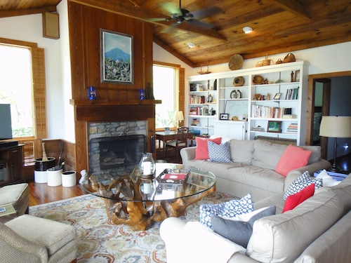 Stunning Views, Close to Wineries, Primland & Parkway - Beautifully Appointed