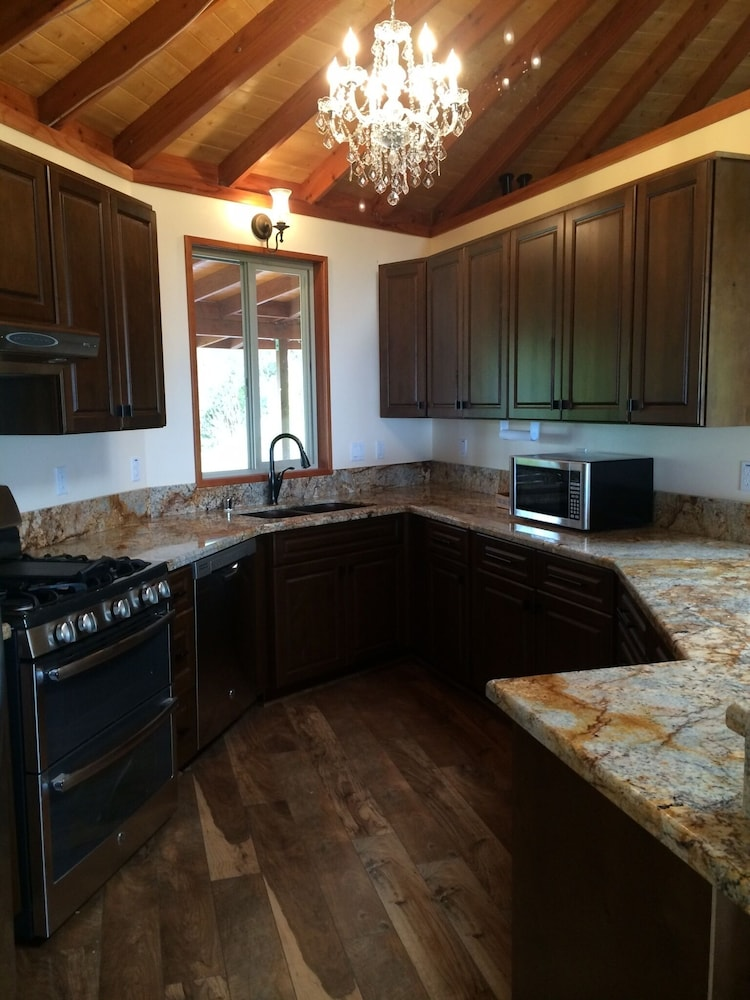 Private Kitchen, Discounted! Family Getaway With Wide Ocean/mountain Views and Private Waterfall!