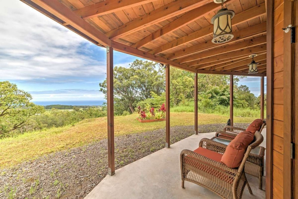 Balcony, Discounted! Family Getaway With Wide Ocean/mountain Views and Private Waterfall!
