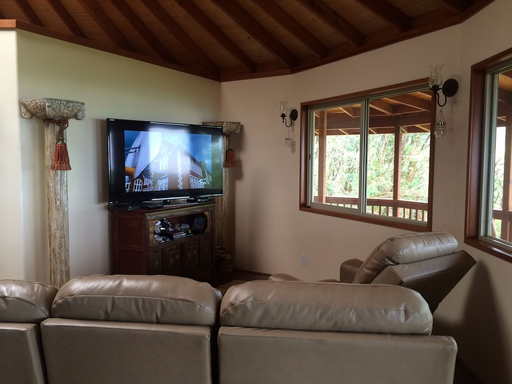 Living Room, Discounted! Family Getaway With Wide Ocean/mountain Views and Private Waterfall!