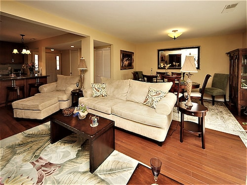 Quality Townhome 5 min From Charleston & Beach, Pool, Tennis Court!