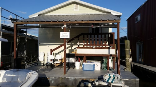 Venice Houseboat For Rent - Cell # 651-366-1369 - There is a $75 Cleaning fee