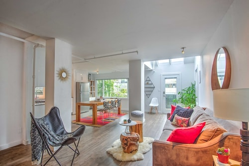A True Home- Blocks to Kits Beach and 4th Ave, Minutes From Downtown and UBC