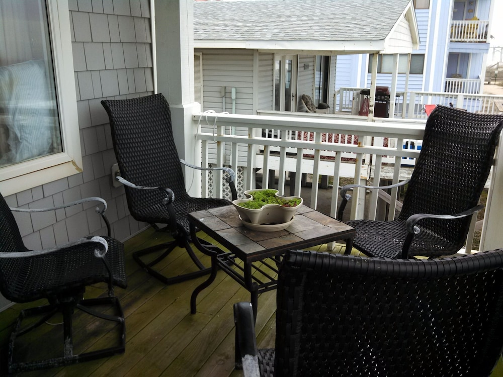 Balcony, Oceanfront Carolina Beach North End - Private Beach Access- Family/Pet Friendly
