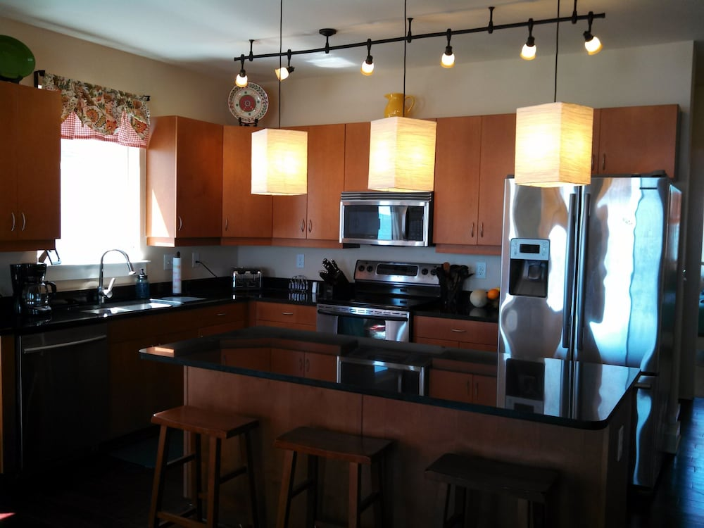 Private Kitchen, Oceanfront Carolina Beach North End - Private Beach Access- Family/Pet Friendly