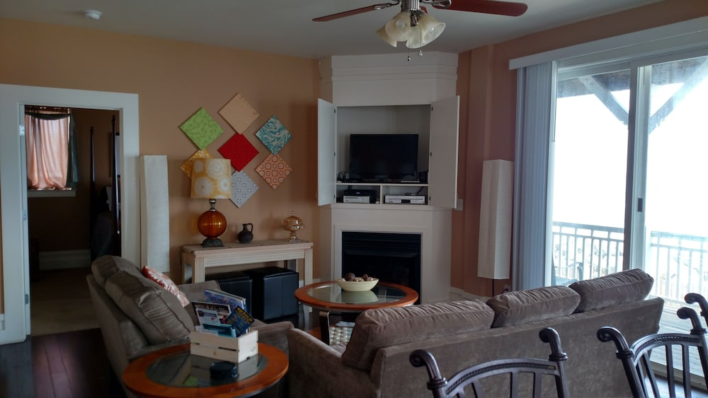Living Room, Oceanfront Carolina Beach North End - Private Beach Access- Family/Pet Friendly