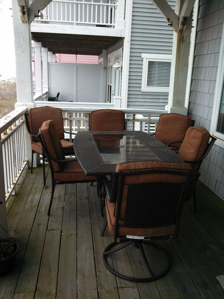 In-Room Dining, Oceanfront Carolina Beach North End - Private Beach Access- Family/Pet Friendly