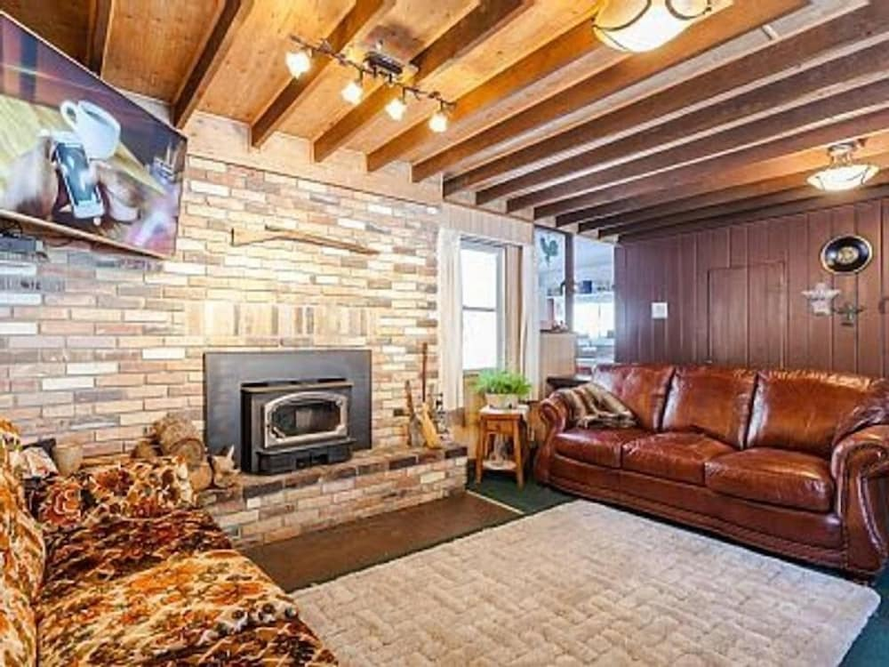 Living Room, Sleeps 14!  Great for families and friend gatherings.