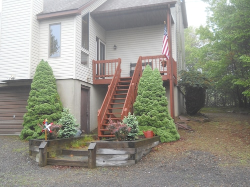 Cozy Pocono Vacation Home Book 2 Nights IN September 3RD Night Free