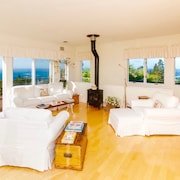 Mendocino Sea Breeze Estate! Home & Guest Cottage, 10 Private Acres & Ocean Vi