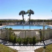 Beautiful Gulf Front Condo With Pool