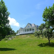 Summer at Picturesque Blue Ridge Mountaintop Retreat