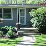 Walk To Beach - Cozy Douglas Cottage - Close To Downtown Saugatuck