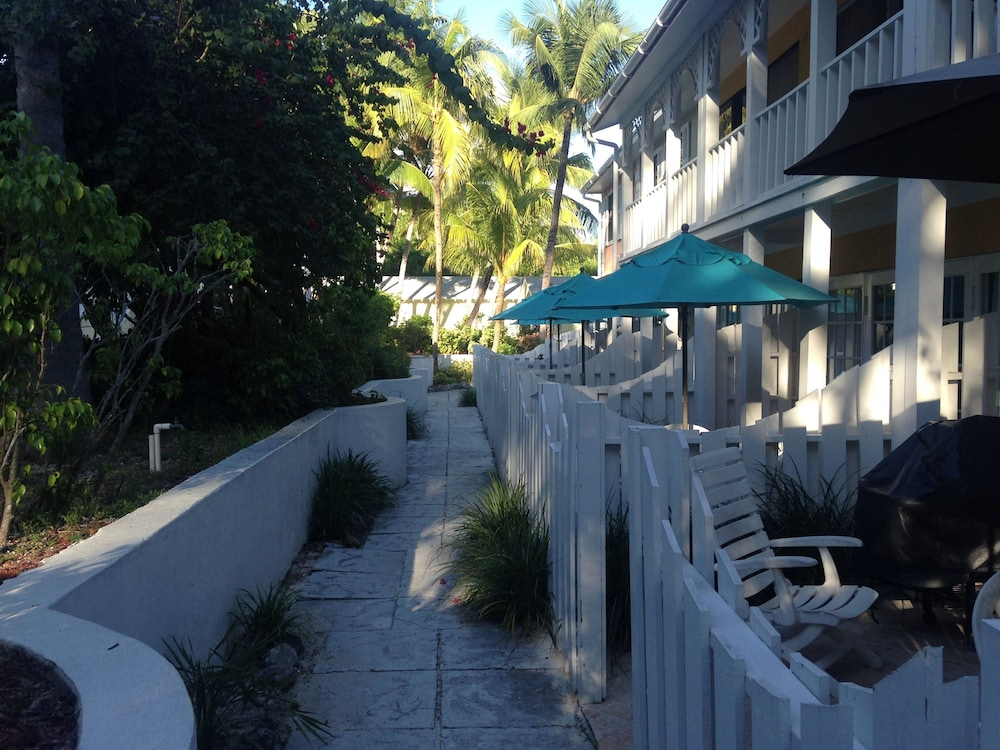 Property Grounds, Sunrise Beach Villas - Deluxe 1 Bedroom Condo Located on Beachfront Resort