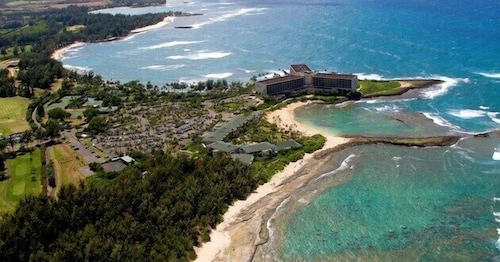 Turtle Bay Condo! Clean, Comfy & Modern. Walk to Pool & Beaches