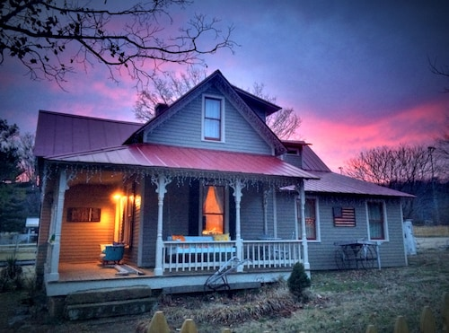Tin Roof Cottage: Picturesque Cottage In The Heart Of Leiper's Fork