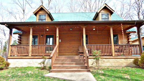 Beautiful Cabin In Waterfront Community!