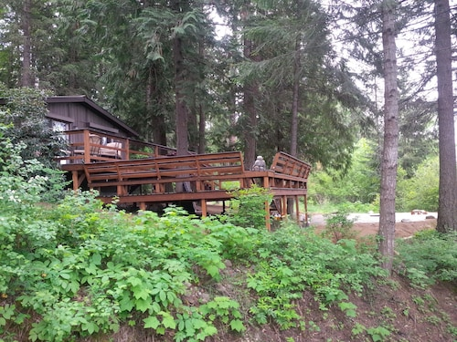 This Pet- Friendly, Cedar Forest Retreat Overlooking Murphy Bay