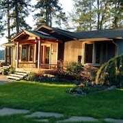 Westcott Bay Waterfront pet Friendly Home. Just Minutes From Roche Harbor