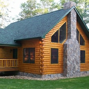 Log Cabin Set In The Beautiful Woods Of Northwestern Pennsylvania With Hot Tub