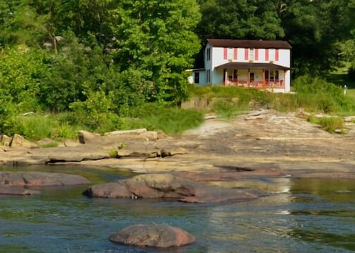 Riverfront Home in the Mountains of Arden, West Virginia. Family & Pet Friendly