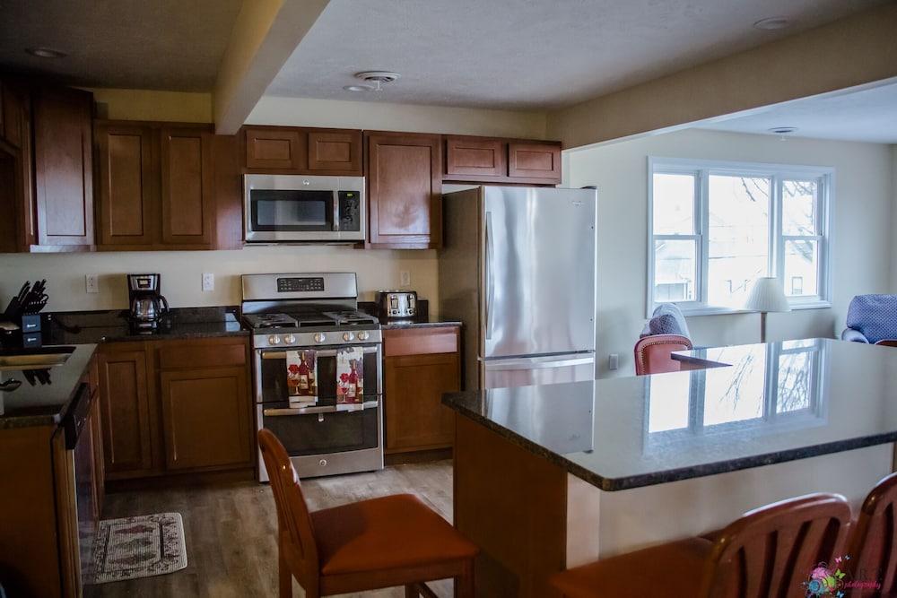 Brand New 9 Bedroom, Strip/lake View AC Sauna Whirlpool Tub Deck Gas ...