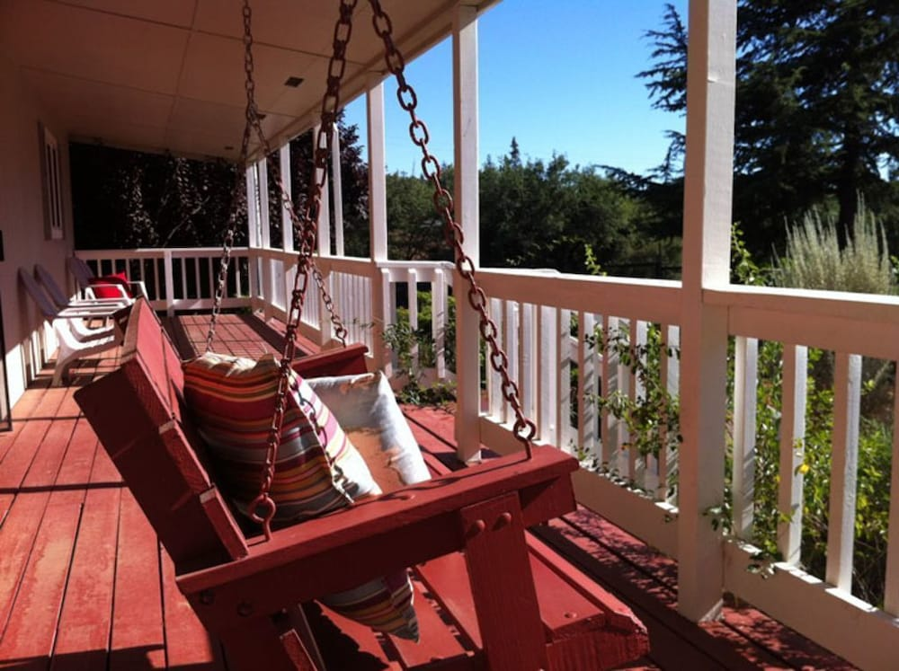 Charming Sutter Creek Cottage Set Within A Beautiful Gated Private Garden 0 Out Of 5