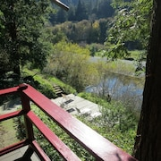 Private Riverfront Retreat Near Wine Country. Pets Welcome! Kayaks and Tubes