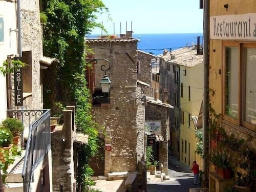 Charming Village House In Medieval Village, Close To Beach And Nice