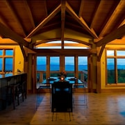West Coast Luxury Vacation Home~ Ocean View Modern Timber Frame Vancouver Island