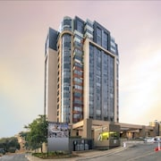 Sandton Skye Apartment - 616