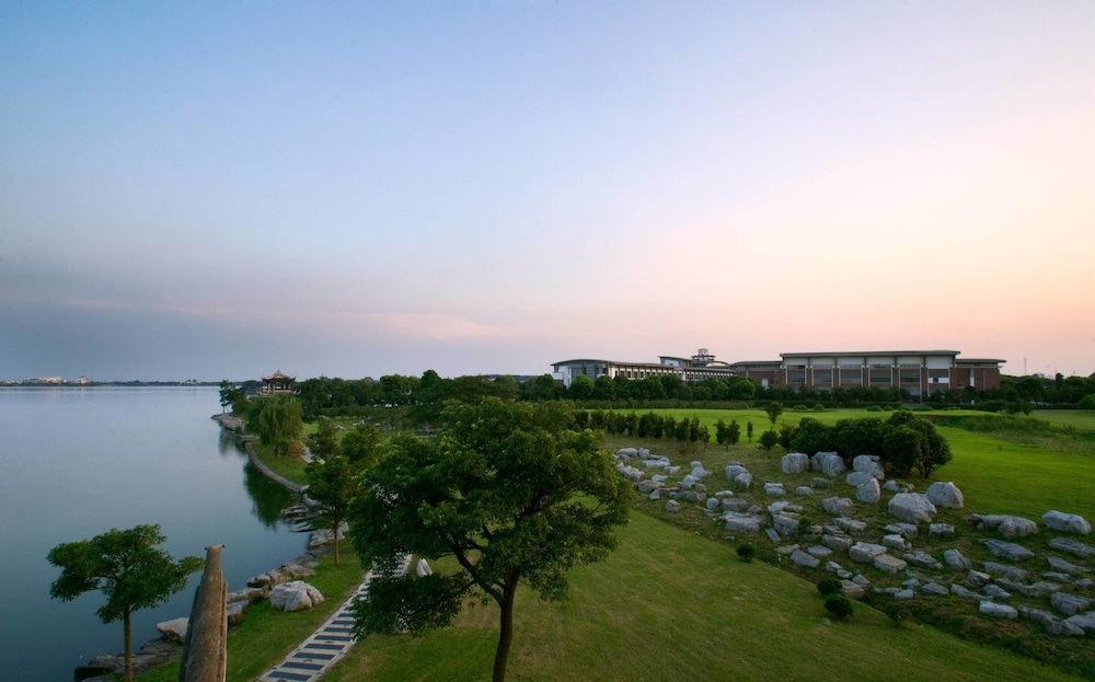 Exterior, Tongli Lakeview Hotel
