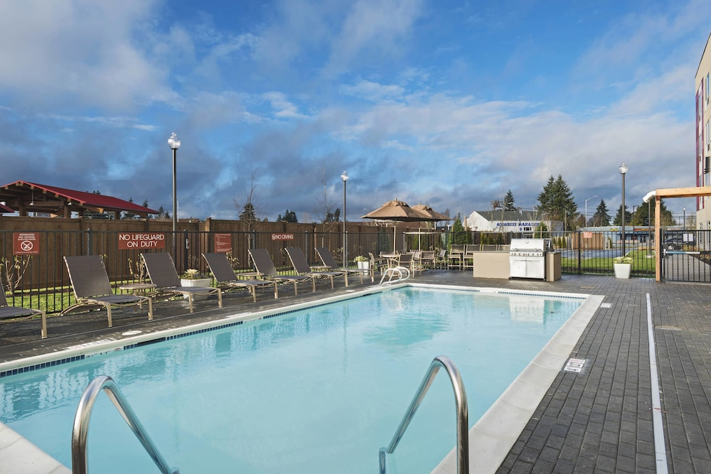 Outdoor Pool, TownePlace Suites by Marriott Tacoma Lakewood