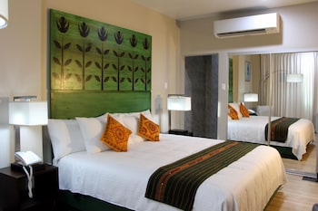 R Hotel Kingston