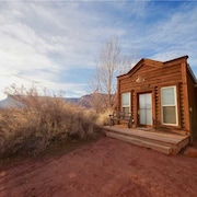 Guest - 1 Br cabin by RedAwning
