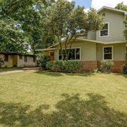 Allandale Modern Beauty - 4 Br home by RedAwning