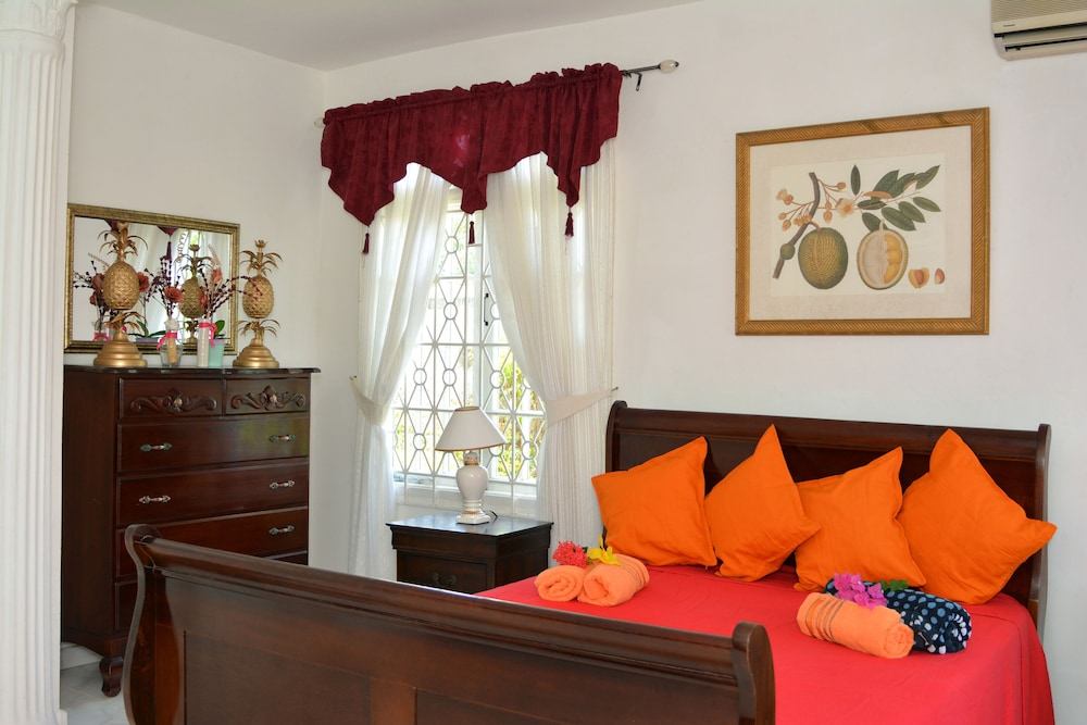 Vacation Al Near Doctors Cave Beach Along The Hip Strip Montego Bay Jamaica In Hotel Rates Reviews On Orbitz