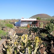 2 bed Rural Cottage With Private Drive, sun Terraces, Sunken Garden and sea View