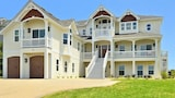 The Ritz in Pine Island - 9 Br home by RedAwning - Corolla Hotels