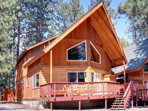 Serenity Summit - Nestled in the Pines, 600ft to Snow Summit Ski Resort - 3 Br cabin by RedAwning