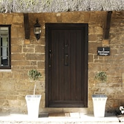 Iconic Broadway, The Cotswolds: Rare Stay in a 400 Year old Thatched Cottage